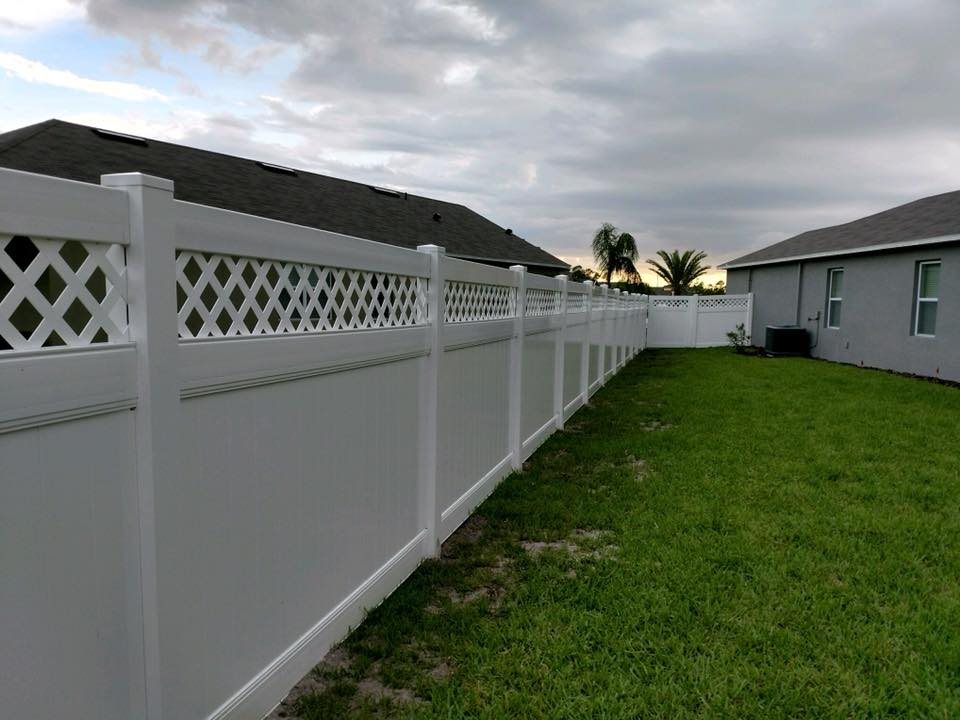 <strong>Vinyl Fence With Lattice</strong><br>